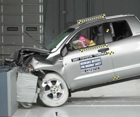 IIHS crash test of 2007 Toyota Tundra