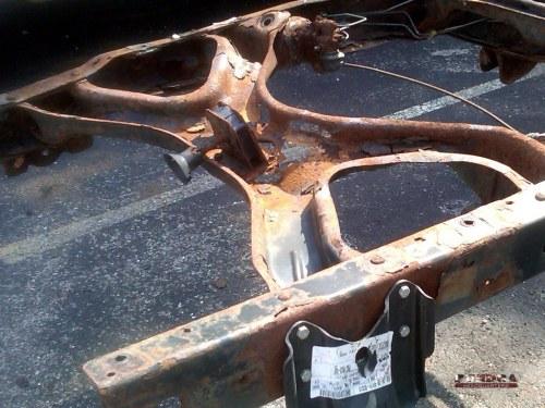 Tundra rusted rear cross-members photo