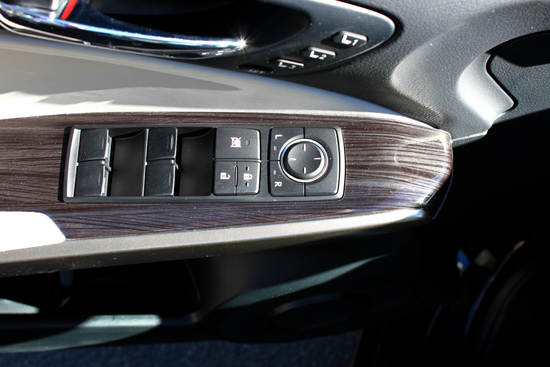 2014 Lexus IS 350 Review - Door Handle