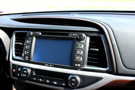2014 Toyota Highlander Limited Review - Screen