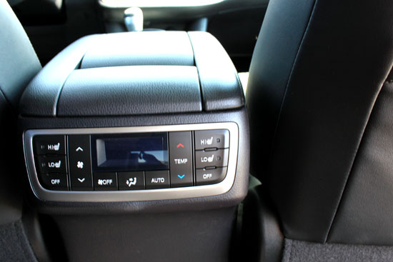 2014 Toyota Highlander Limited Review - Middle Row Controls