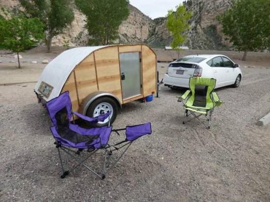 Prius pulling trailer.