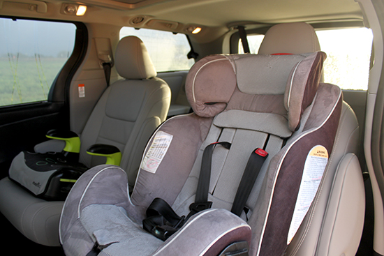 What's a mini-van review without car seat photos?