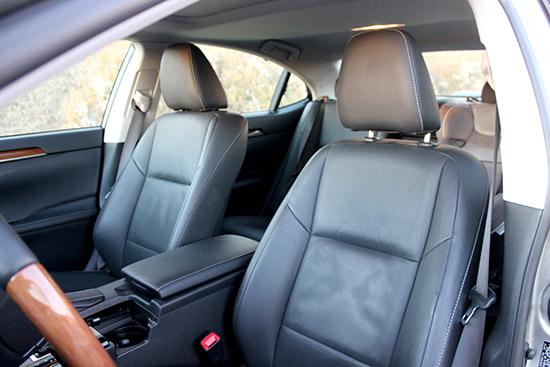 2015 Lexus ES 300h - Defies Hybrid Expectations