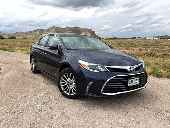 REVIEW: 2016 Toyota Avalon Hybrid Limited, Perfection with Slow Sales